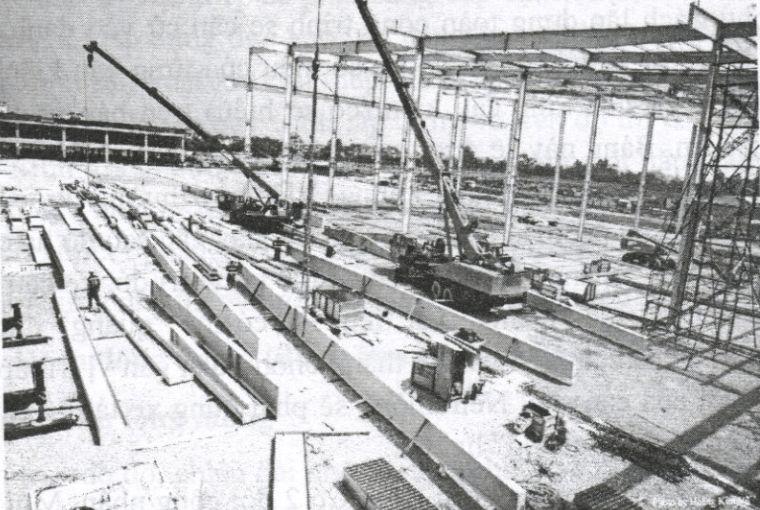 Hạ kết cấu thép xuống công trường