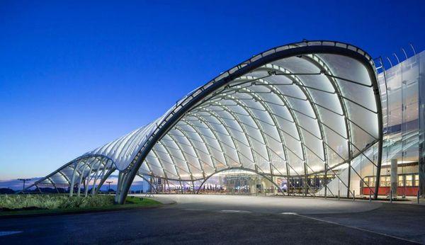 Mái Canopy nhà xưởng bằng polycarbonate
