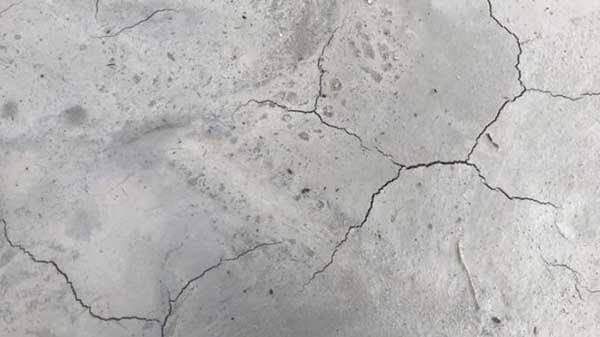 Bảo dưỡng bê tông không đúng cách sẽ làm bê tông bị nứt