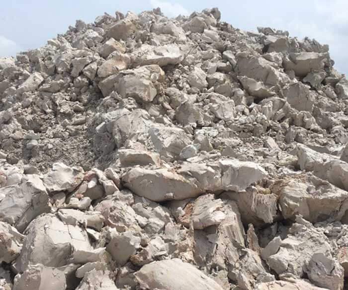 Đất sét tự nhiên là nguyên liệu đầu vào không thể thiếu trong sản xuất xi măng