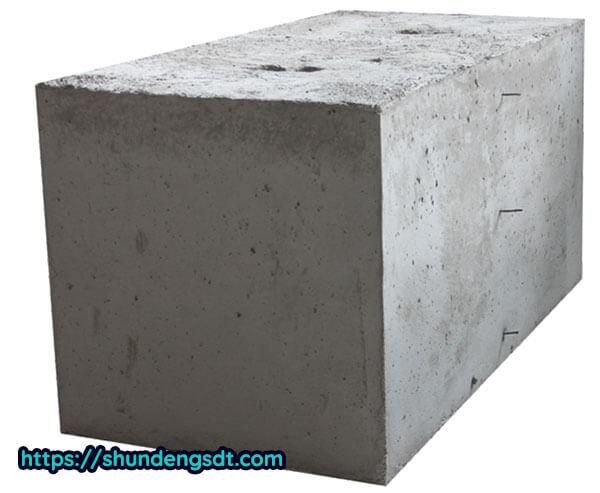 Bê tông có kết cấu chắc chắn, khả năng chịu lực tốt, chống lại được sự oxi hóa và ăn mòn trong không khí
